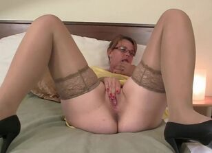 Milf shaved pussy