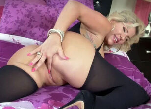 Pink pussy milf